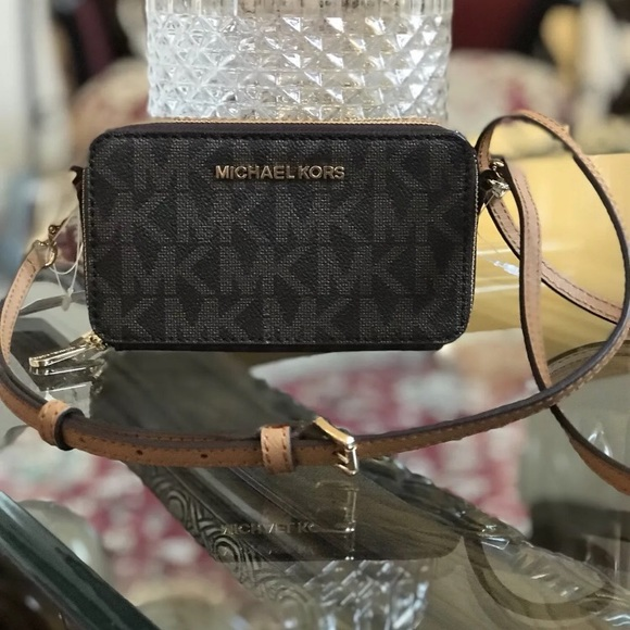 5f47f89892fe Michael Kors Jet Set Travel MF Phone Crossbody